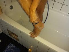 Rasiere meine behaarten Beine
