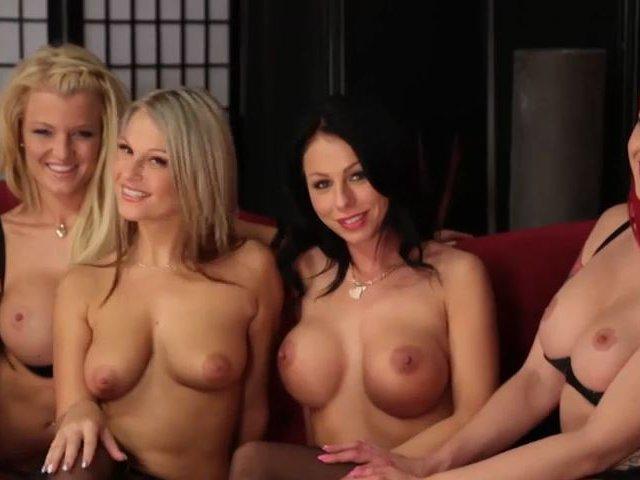 Stripshow für Dich von RoxxyX, LadyManja, LexyLou und MilaMillion