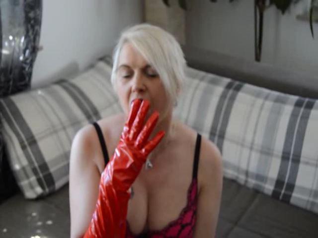 Lecke an meinen Handschuhen...esse damit