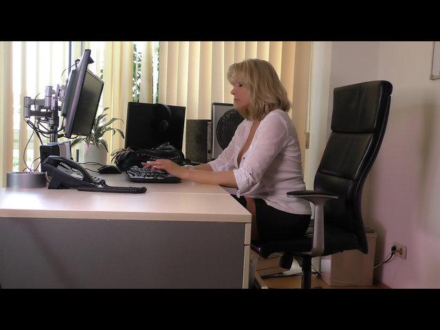 Wunschvideo: Sekretärin mit Plug