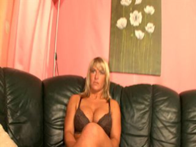 BLONDE gives herself gorgeous ORGASM