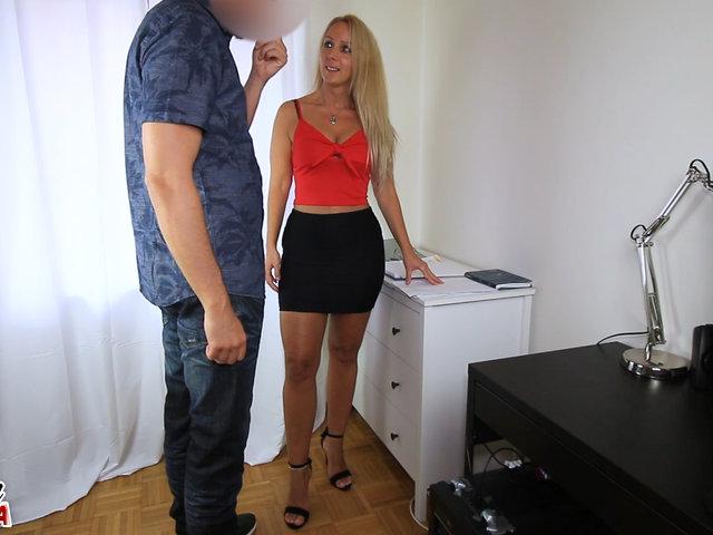 Fotzenaufriss im Büro mit XL Schwanz