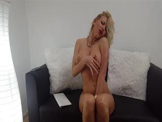 SEXY MiaDoll in Privat solo action