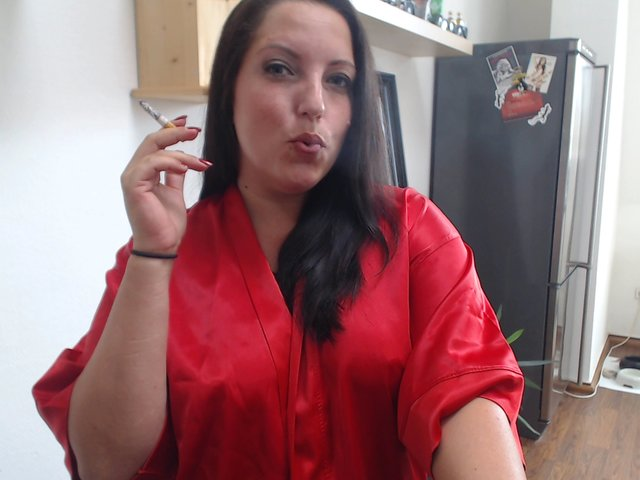 Rauchende Lady mit Wichscountdown