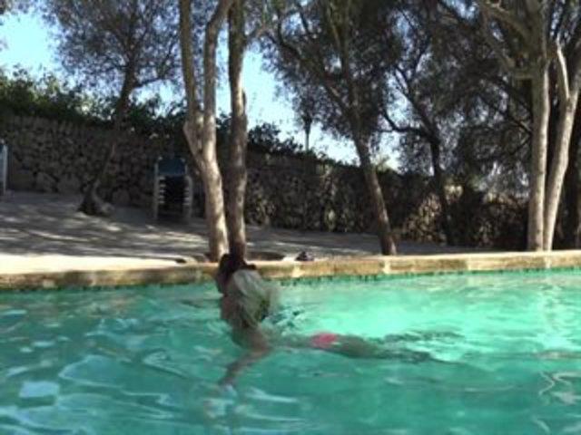 Dreier am Pool