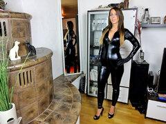 Schwarzer XL Schwanz fickt notgeile Latexschlampe zum Orgasmus
